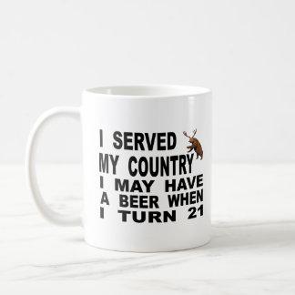 Verspotten des Mindestalters für Alkoholkonsum 21 Kaffeetasse