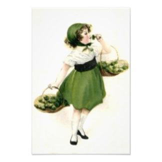 Vert irlandais de shamrock de demoiselle de photographie