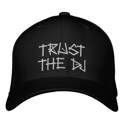 VERTRAUEN SIE DEM DJ BESTICKTE MÜTZE