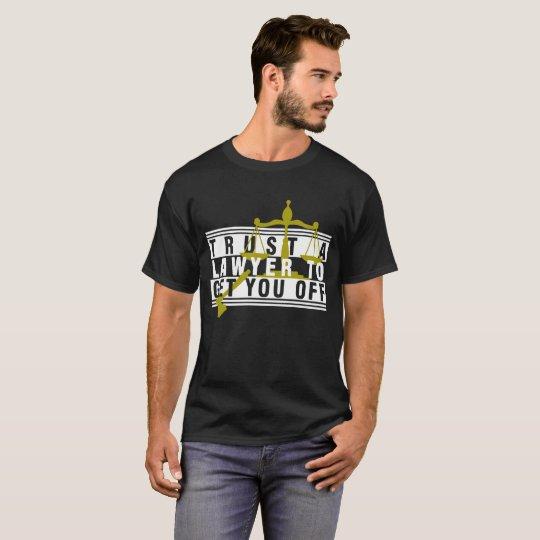 Vertrauen Sie einem Rechtsanwalt, um Sie weg vom T-Shirt
