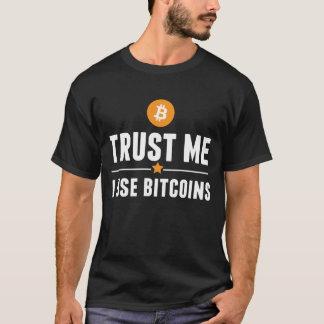 Vertrauen Sie mir, ich benutzen bitcoins! T-Shirt