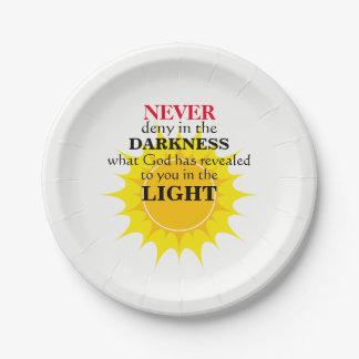 Verweigern Sie nie in der Dunkelheit Pappteller