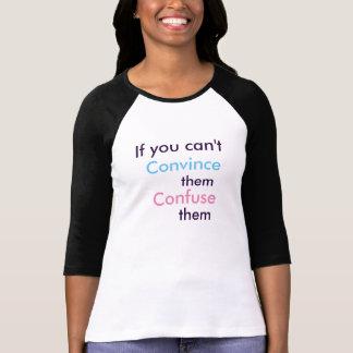 Verwirren Sie sie (das T) der Frauen T-Shirt