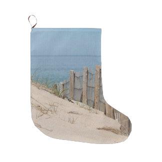 Verwitterter Strandzaun und Sanddünen am Rennen Großer Weihnachtsstrumpf