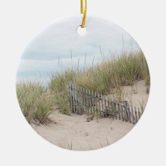 Verwitterter Zaun in den Sanddünen am Rennen-Punkt Keramik Ornament
