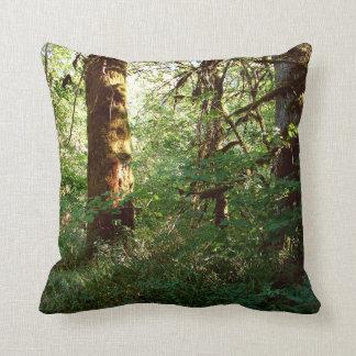 Verzaubertes WaldWurfs-Kissen Kissen