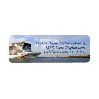 Verzierter Kreuzfahrt-Schiffs-Bogen personalisiert