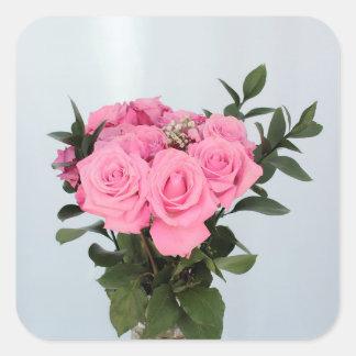 Vibrierender Blumenstrauß der schönen rosa Rosen Quadratischer Aufkleber
