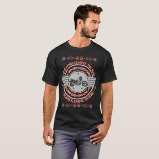 Vier Räder bewegen den Rad-T - Shirt des
