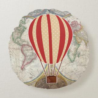 Vintage Abenteuer-Heißluft-Ballon-Weltkarte Rundes Kissen
