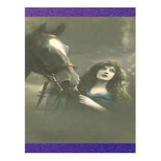 Vintage Frau mit ihrem Pferd Postkarte