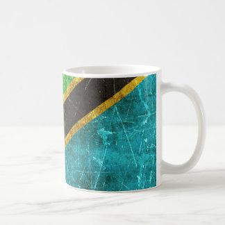 Vintage gealterte und verkratzte Flagge von Kaffeetasse