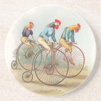 Vintage Hähne auf Fahrrädern Sandstein Untersetzer