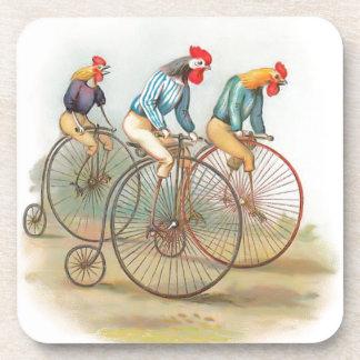 Vintage Hähne auf Fahrrädern Untersetzer