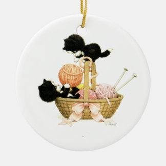 Vintage Kätzchen im Korb Keramik Ornament