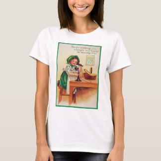 Vintage Mädchen-Telefon-St Patrick Tageskarte T-Shirt