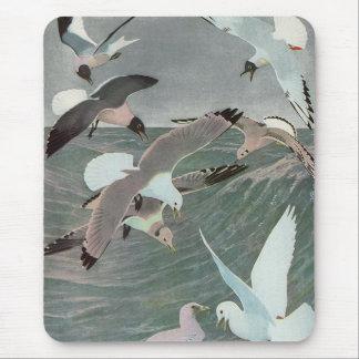 Vintage Marinevögel, Seemöwen, die über Ozean Mousepad