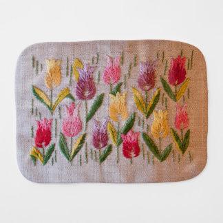 Vintage Stickerei der Tulpen Spucktuch