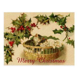 Vintage Weihnachtskätzchen, die mit Beeren Postkarte