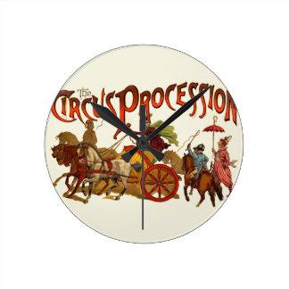 Vintage Zirkus-Prozessions-Clowns und Pferde Runde Wanduhr