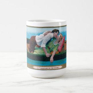 Vintagen Valentines in einem Kanu Kaffeetasse