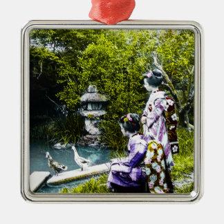 Vintager Geisha-aufpassende Enten im Park altes Silbernes Ornament