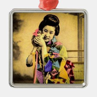 Vintager Geisha mit einem niedlichen Kätzchen Silbernes Ornament
