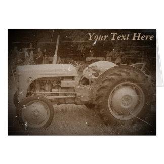 Vintager grauer massey fergison Traktor-Foto Sepia Karte