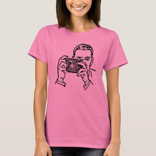 Vintager Mann, der ein Foto mit Kamera macht T-Shirt