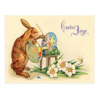 Vintager Osterhase, der Ostereier malt Postkarte
