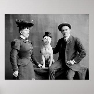 Vintager Schwarzweiss-Fotografie-Hundetragender Poster