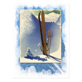 Vintager Winter-Sport - Skis und Steigungen Postkarte