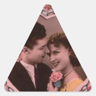 Vintages Bild der Valentinstagpaare Dreieckiger Aufkleber