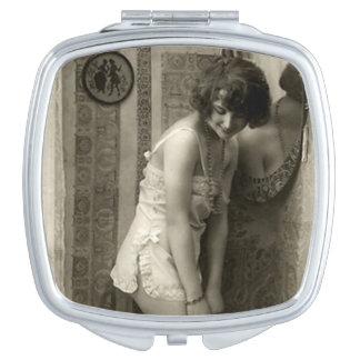 Vintages französisches Button-oben Mädchen Schminkspiegel