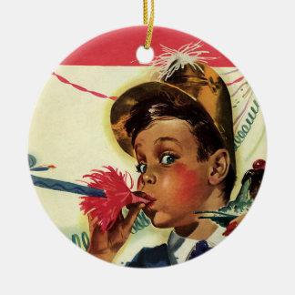 Vintages Geburtstags-Party, Mädchen mit Keramik Ornament