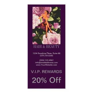 Vintages lila retro mit BlumenButton herauf Werbekarte
