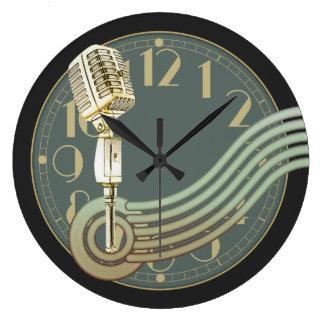 Vintages Mikrofon Große Wanduhr