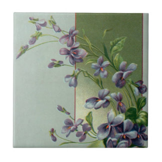 Vintages Osterei mit blühenden lila Blumen Kleine Quadratische Fliese