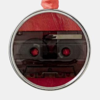 Vintages Rot der Kassettenband-Musik Rundes Silberfarbenes Ornament
