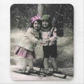 Vintages Weihnachten, beste Freunde auf Skis Mousepad