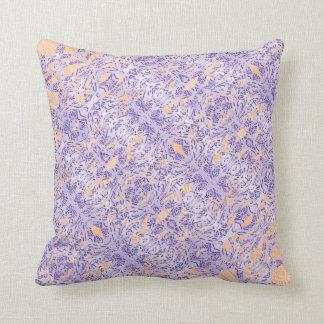 violetter Kissen