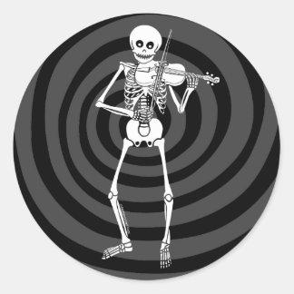 Violine, die Skelett spielt Runder Aufkleber
