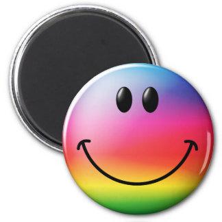 Visage de smiley d'arc-en-ciel magnet rond 8 cm