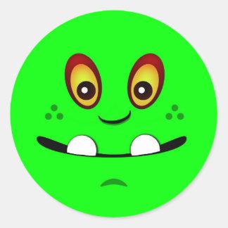 Visage mignon de monstre de vert de chaux avec un autocollants ronds
