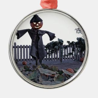 Vogelscheuche des Jack-O in einem Kürbis-Flecken Rundes Silberfarbenes Ornament