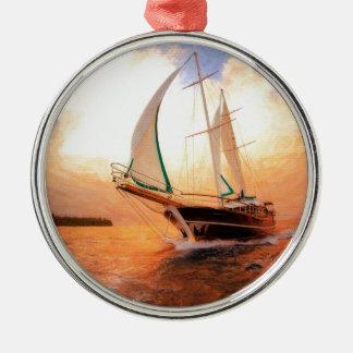 Volle Segelyacht Rundes Silberfarbenes Ornament