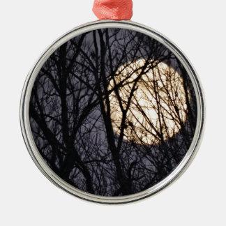 Voller gelber Mond Rundes Silberfarbenes Ornament