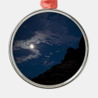 Vollmond, der über Sedona steigt Rundes Silberfarbenes Ornament