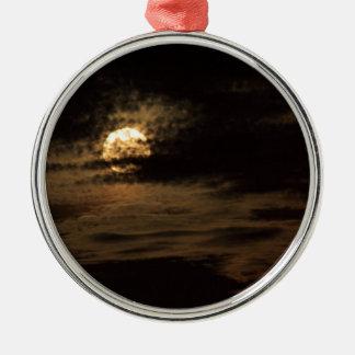 Vollmond von November versteckend in den Wolken Rundes Silberfarbenes Ornament