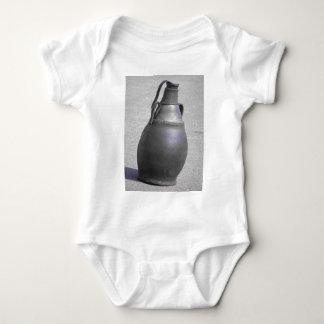 Von Reifen zu Wasser-Behälter Baby Strampler